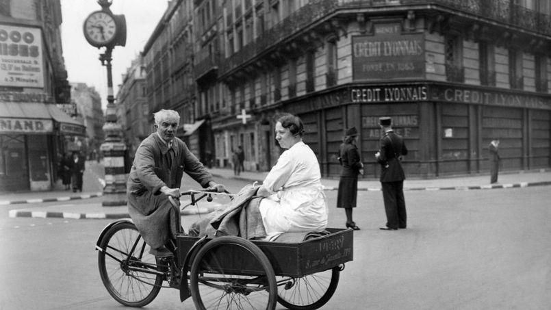 Paris, en 1940. Crédit: Süddeutsche Zeitung/Rue des Archives