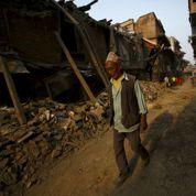 La délicate reconstruction du Népal a démarré