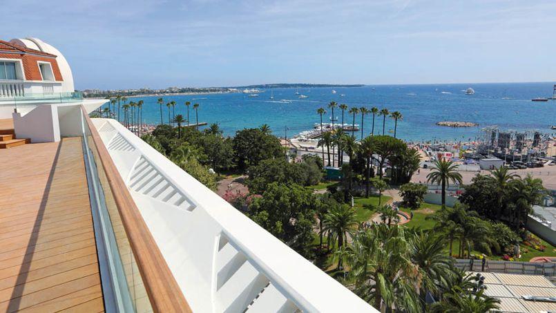 La vaste terrasse de la villa de 150 mètres carrés située au dernière étage. Crédit: Eiffage Immobilier.