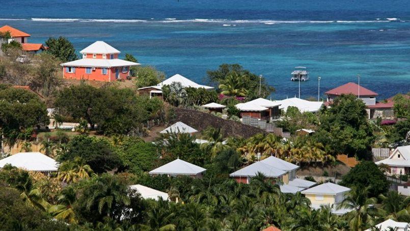 La Guadeloupe et la Martinique (ici des villas au François) sont les régions les plus menacées devant les Alpes, les Pyrénées et le sud de l'Alsace.