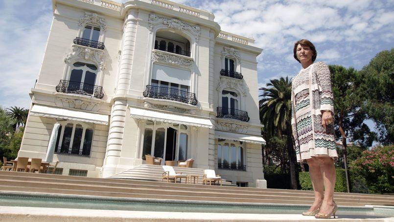 Marina Picasso devant la villa rebaptisée «Pavillon de Flore».