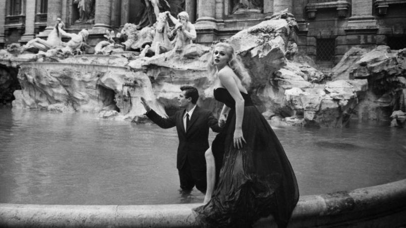 Anita Ekberg et Marcello Mastroianni dans la fontaine de Trevi pour la Dolce Vita, palme d'or à Cannes en 1960.