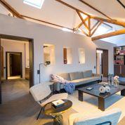 Un étage de chambres de bonne transformé en luxueux pied-à-terre parisien