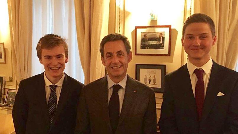 Edouard et Baptiste lors de leur rencontre avec Nicolas Sarkozy. Photo fournie par les deux lycéens.