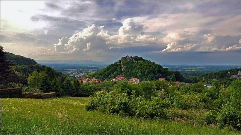 Le village de Ferrette, en Alsace. Crédit: Flickr @ Julien Sabardu.