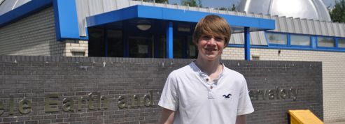 Un stagiaire anglais de 15 ans découvre une nouvelle planète