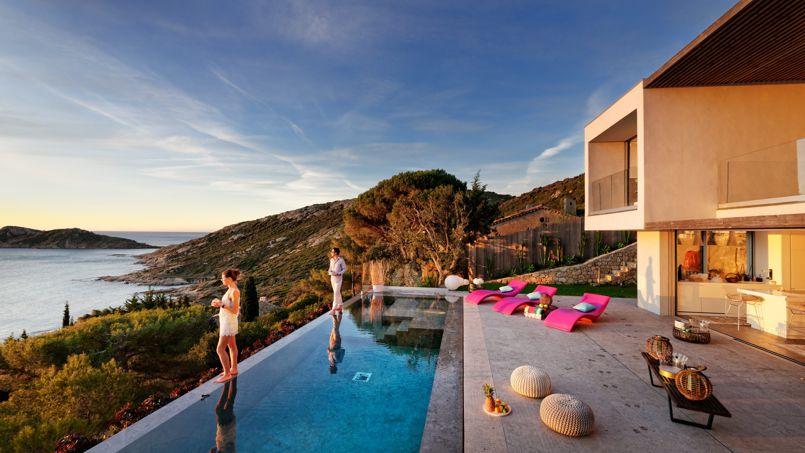La presqu'île de Saint-Tropez, où se trouve cette luxueuse villa, reste une destination phare de l'été.