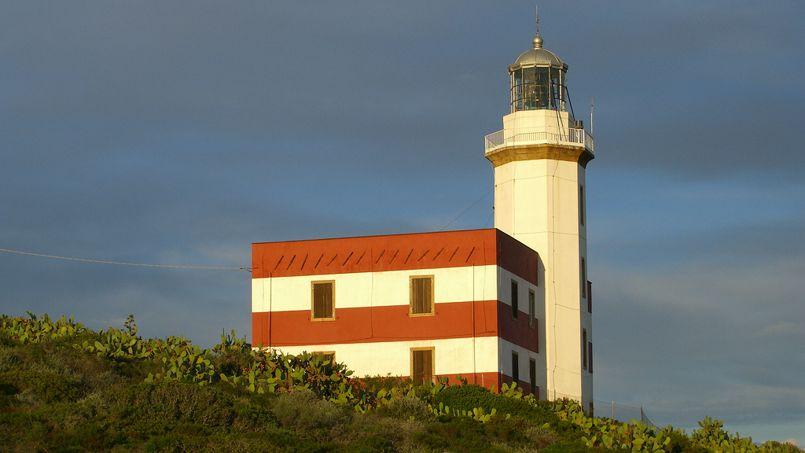 Un phare sur l'île de Giglio, en Toscane, le lieu où le Costa Concordia s'est échoué en 2005. <br/> (Crédit: Patrik Tschudin/Flickr)