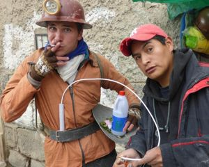 Dans les mines en Bolivie