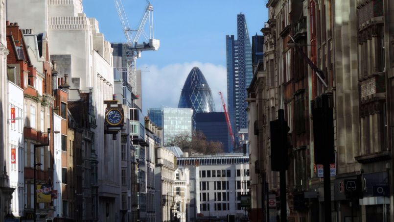 En second plan, la City, quartier des affaires londonien. Crédit: DncnH (Flickr).