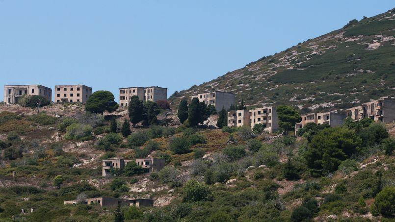 Aux portes de l'Adriatique, nature sauvage et ville en ruine.