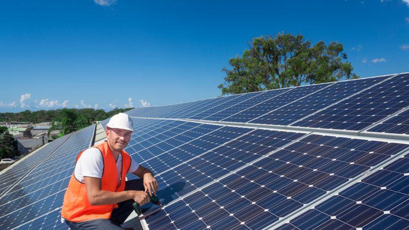 En s'appuyant sur des images par satellite, Google calcule le potentiel du toit en termes d'énergie solaire.