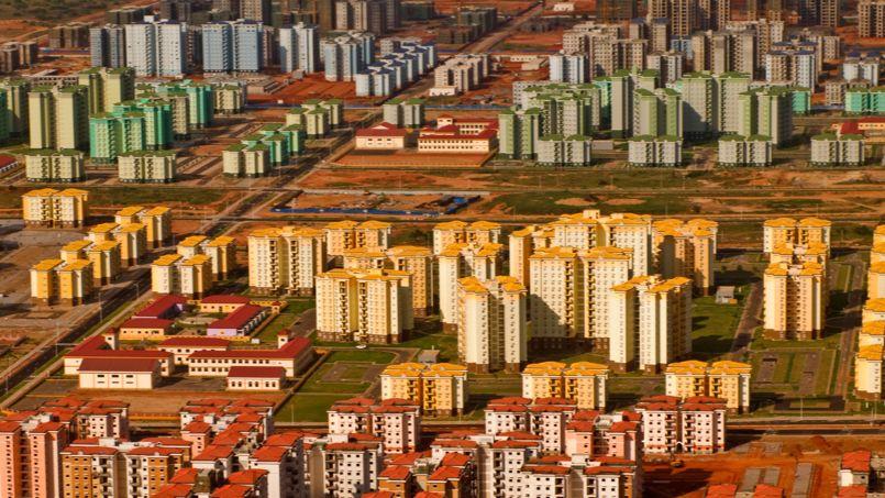 Kilamba New City, développée par la société chinoise CITIC, est conçue pour accueillir 500.000 personnes et comprend 750 blocs de huit étages. Crédit: Wikimedia (Sous licence Creative Commons).