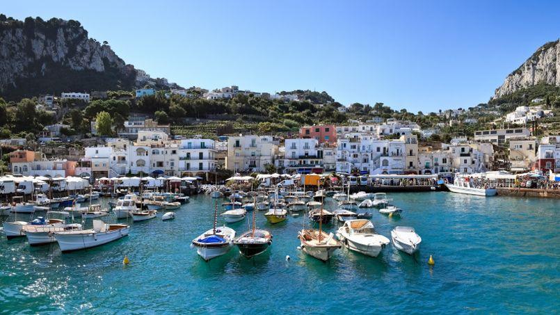 Le port de Capri.