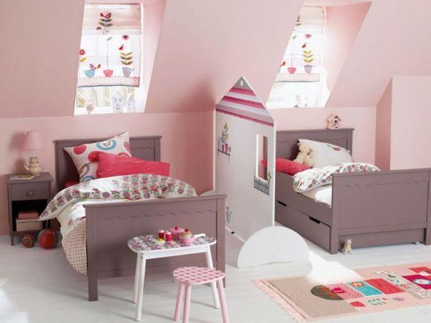 chambre pour deux petites filles avec une sparation qui peut tre enleve tout moment entre