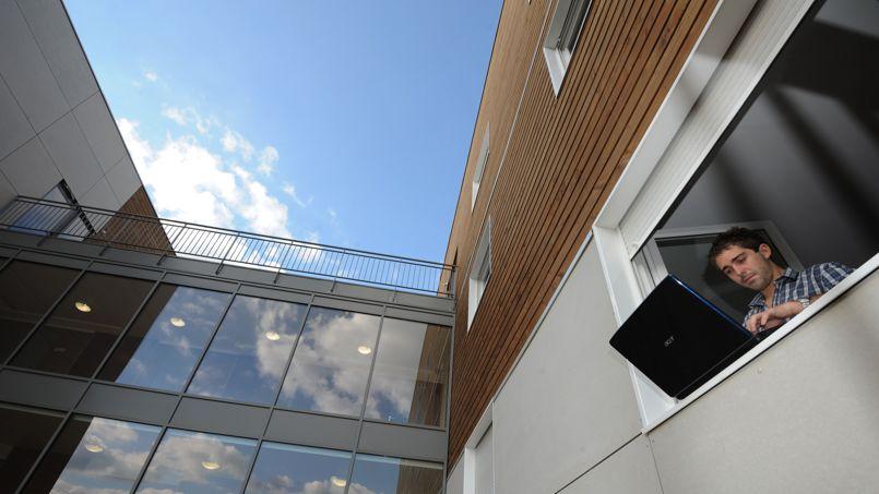 Dès 2010, le groupe Beneteau spécialisé dans la plaisance a choisi de se diversifier en construisant cette résidence étudiante à Angers.