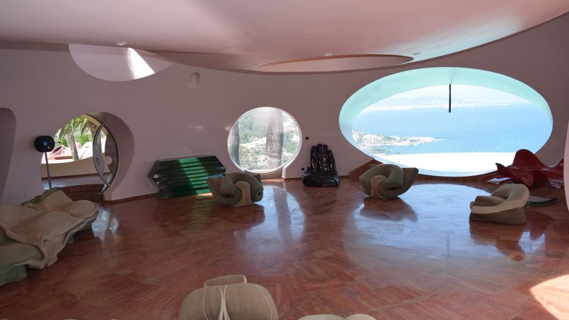 le couturier pierre cardin vend son incroyable palais bulles. Black Bedroom Furniture Sets. Home Design Ideas
