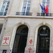 «Les chrétiens meurent» tagué sur la façade de Sciences Po Paris
