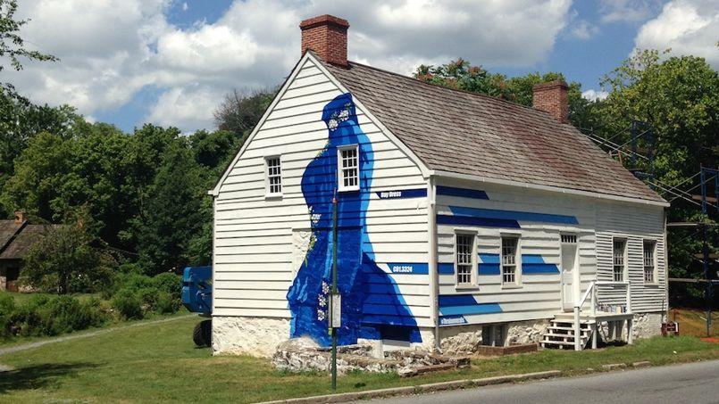 La façade de «Boehm House», une ancienne ferme située à Richmond, a été repeinte par des artistes pour interpeller le public sur la sauvegarde de la bâtisse, vieille de 250 ans.Crédit Photo: Historic Richmond Town
