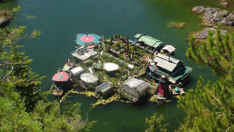 Au canada une incroyable maison flottante au c ur de la nature - Maison flottante ...