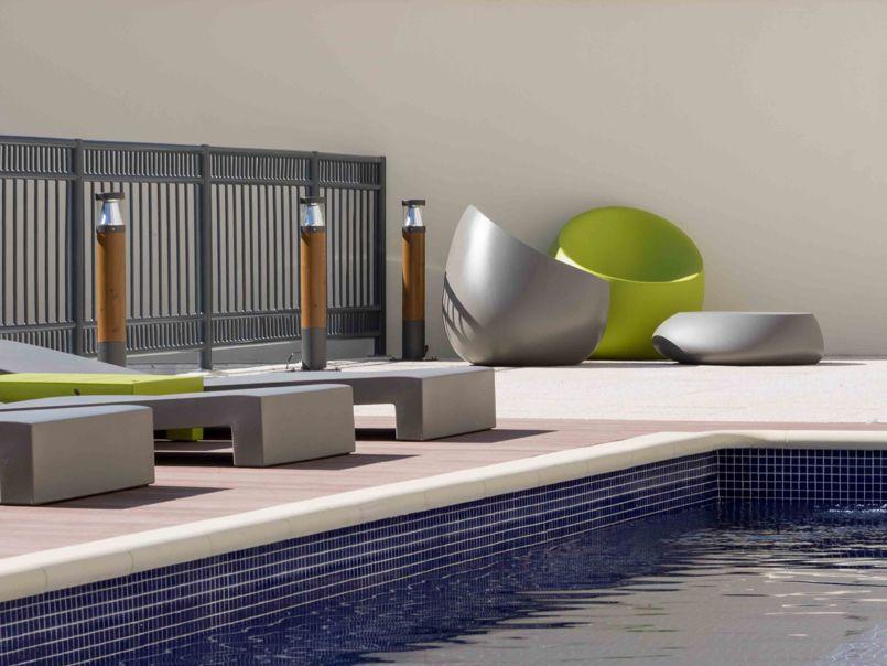 La piscine en terrasse de la résidence pour évacuer le stress des exams. ©Miquel Coll