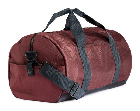 6ea2153244 Ce sac couleur burgundy à bretelles contrastantes est idéal pour compléter  harmonieusement une allure sport chic. Ultra fonctionnel, l'étudiant  toujours ...