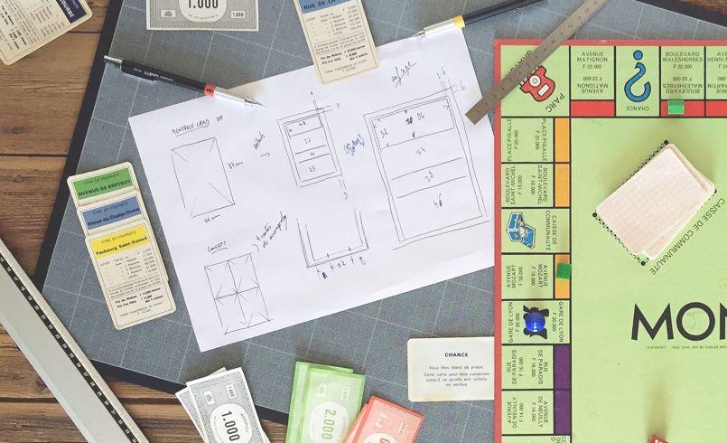 Pour réaliser son CV, Nicolas Garcia a pris les mesures directement sur les éléments du jeu Monopoly ©NG
