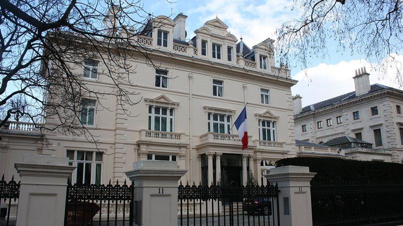 londres conflit de voisinage entre l ambassade de france et un milliardaire. Black Bedroom Furniture Sets. Home Design Ideas