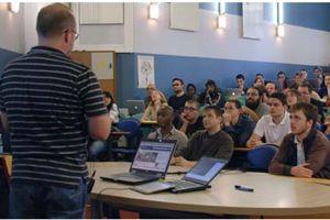 Les étudiants d'HEC profiteront des cours d'informatique des professeurs de Supinternet ©Supinternet