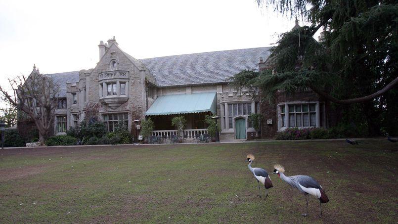 Le manoir de 1850 m² comprend 29 pièces et dispose d'une licence de zoo.