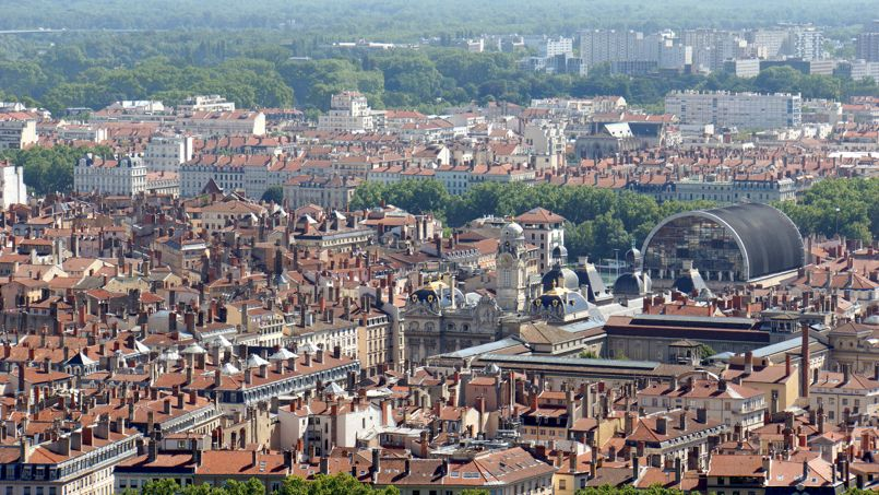 Les toits de la ville de Lyon, où les prix des loyers ont baissé, à l'instar des autres grandes villes françaises. Crédit: Dennis Jarvis (Flickr).