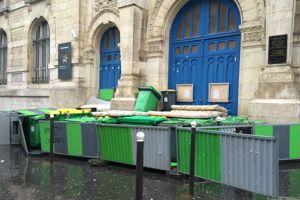Le lycée Voltaire bloqué mais désert© C-A.L