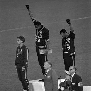 Jeux Olympiques de Mexico 1968 ©Ur Cameras-1968 Black Power Salute-Flickr
