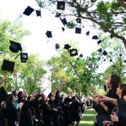 Une université interdit le lancer de toques à la remise des diplômes... par sécurité