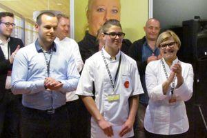 Marine félicitée par les membres du jury ©Cnous