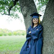 Abandonnée à sa naissance dans une université, elle en sort diplômée 31 ans plus tard
