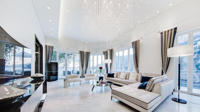 Cette villa à vendre à Cap d'Ail, près de Monaco, avec son incroyable vue sur la Méditerranée pourrait faire le bonheur d'un footballeur capable de débourser les 36,75 millions d'euros réclamés. Crédit: Coldwell Banker® Life Wellness Properties