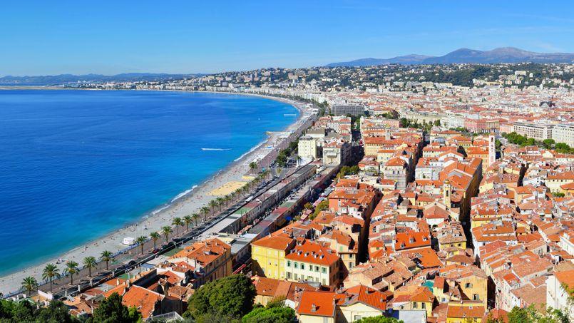Les toits de la ville de Nice, en région PACA qui concentre près de 38% des transactions par les non-résidents étrangers.