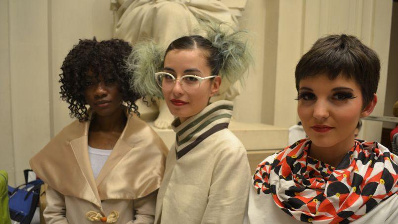 Pour sublimer le vêtement, les élèves maquilleuses et coiffeuses travaillent main dans la main avec les créateurs. ©C-A.L