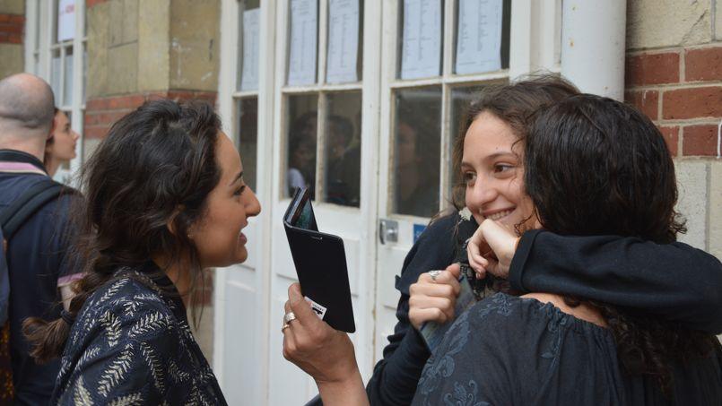 Beaucoup de soulagement en ce jour de résultats de bac au lycée Paul Bert ©juliesaintgermes