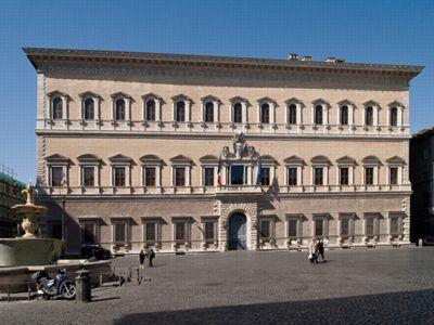 Au deuxième étage du Palais Farnese se trouve l'Ecole Française de Rome. ©Wikimedia .