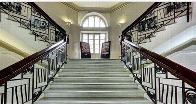 Escalier immaculé et design épuré pour l'Academia di costume e di moda. ©Googlestreet