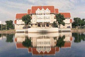 Kasetsart University signifie «université agricole» en thaï.