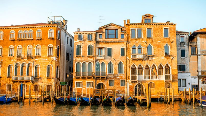 Pour une vue sur le Grand canal, à Venise, compter 15.000 euros le mètre carré.