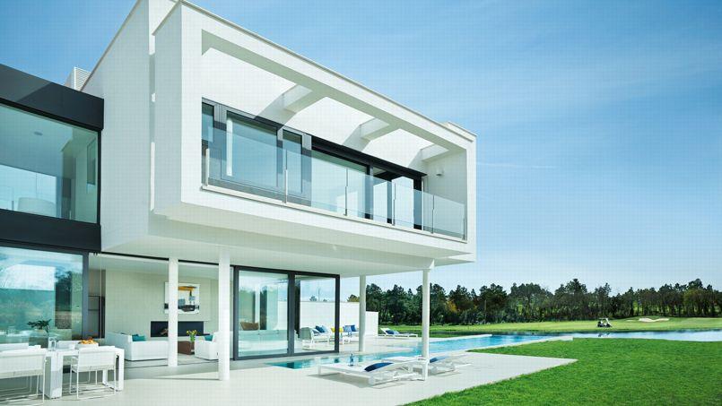 des maisons design sur un des plus beaux golfs d espagne. Black Bedroom Furniture Sets. Home Design Ideas