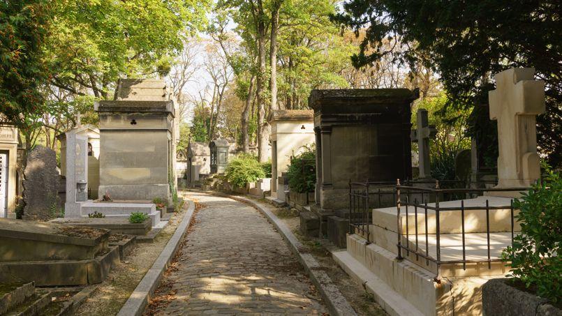 Une vue du cimetière du Père Lachaise, le plus grand cimetière de la ville de Paris.