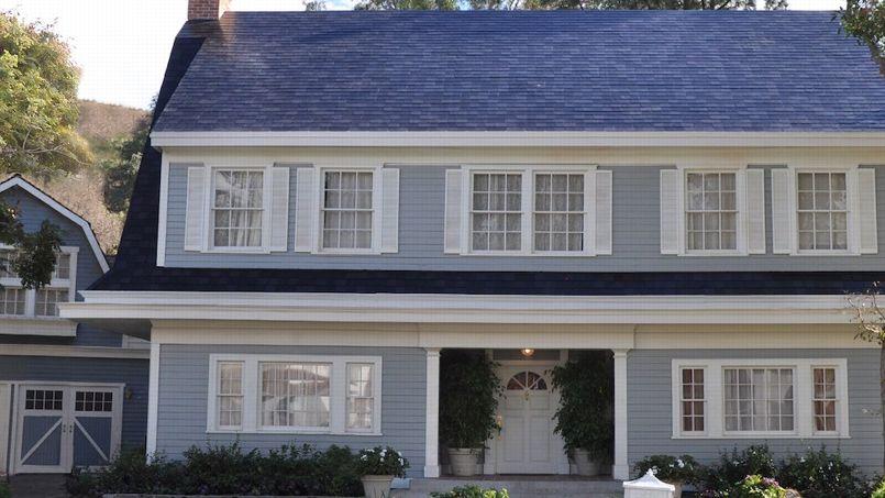 Cherchez les panneaux photovoltaïques sur ce toit, ils y sont bel et bien. Crédit: Tesla