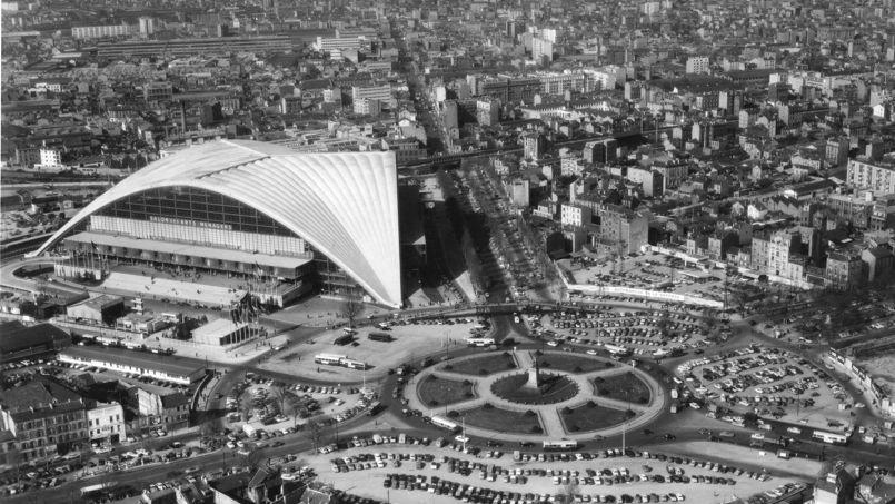 Le rond-point de la Défense, en 1958, avec le Cnit achevé.