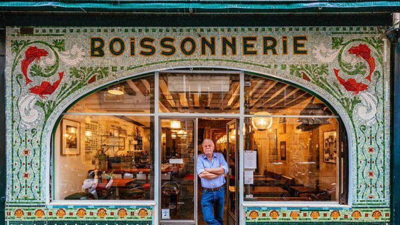 À Saint-Germain-des-Prés (rue de Seine), la Boissonerie est un restaurant installé dans une ancienne poisonnerie, à la devanture en mosaïque verte. Crédit: Sébastien Erras.