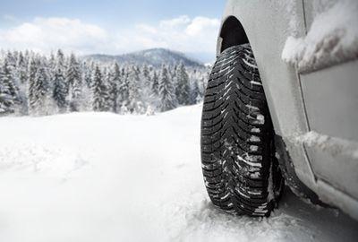 Les préfets pourront bientôt imposer les pneus hiver en montagne